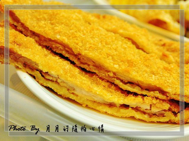 台南安平-TIMA超大豬排–不只比臉大,它比手還大…. @民宿女王芽月-美食.旅遊.全台趴趴走