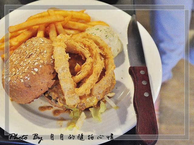 口碑券 NO.12 The chips –大份量美式漢堡,一個我就被KO掉了~ @民宿女王芽月-美食.旅遊.全台趴趴走