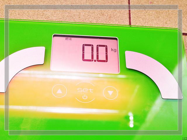 買物-Oserio歐若瑟彩色精靈體脂計–時尚輕巧,女孩兒最愛 @民宿女王芽月-美食.旅遊.全台趴趴走