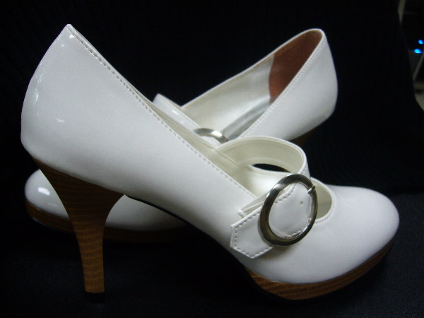 「拍賣」美麗高跟白鞋 @民宿女王芽月-美食.旅遊.全台趴趴走
